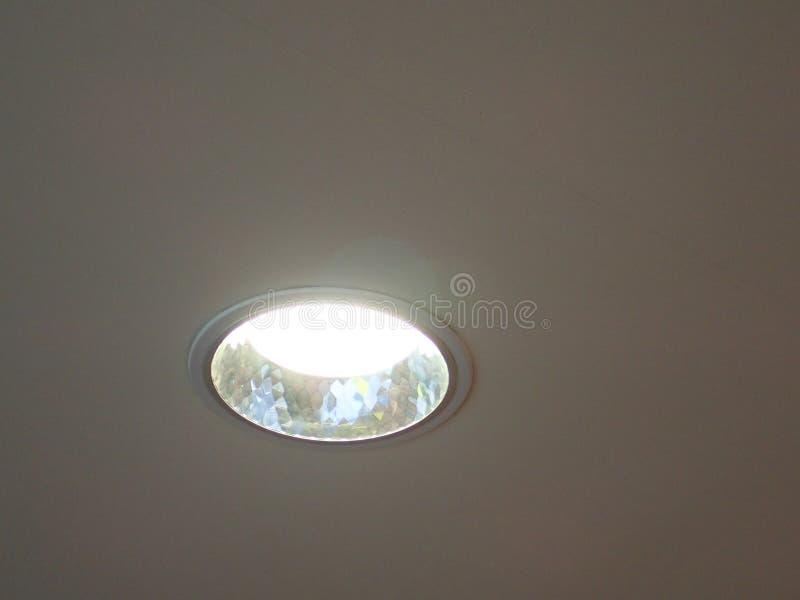 Luz de teto em um prédio de escritórios imagens de stock