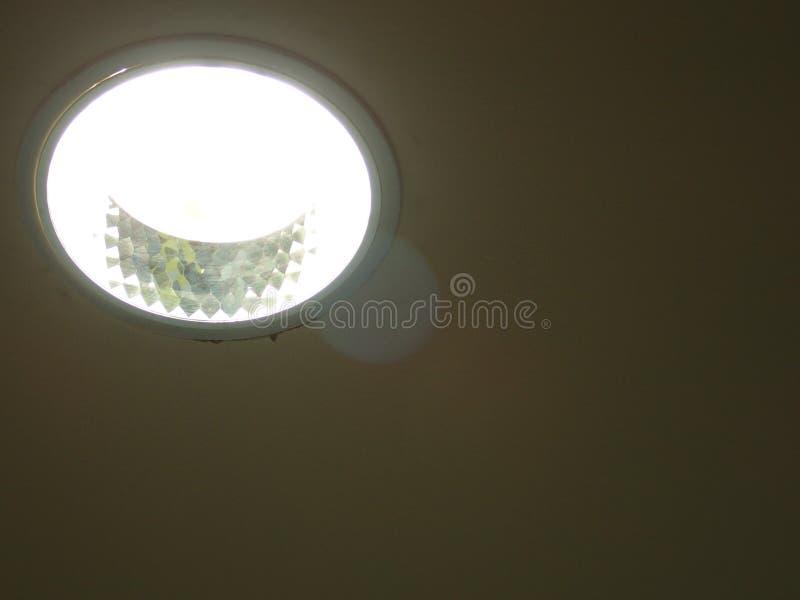 Luz de teto em um prédio de escritórios foto de stock