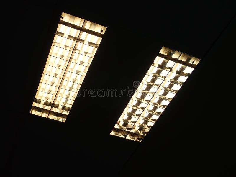 Luz de teto em um prédio de escritórios fotografia de stock