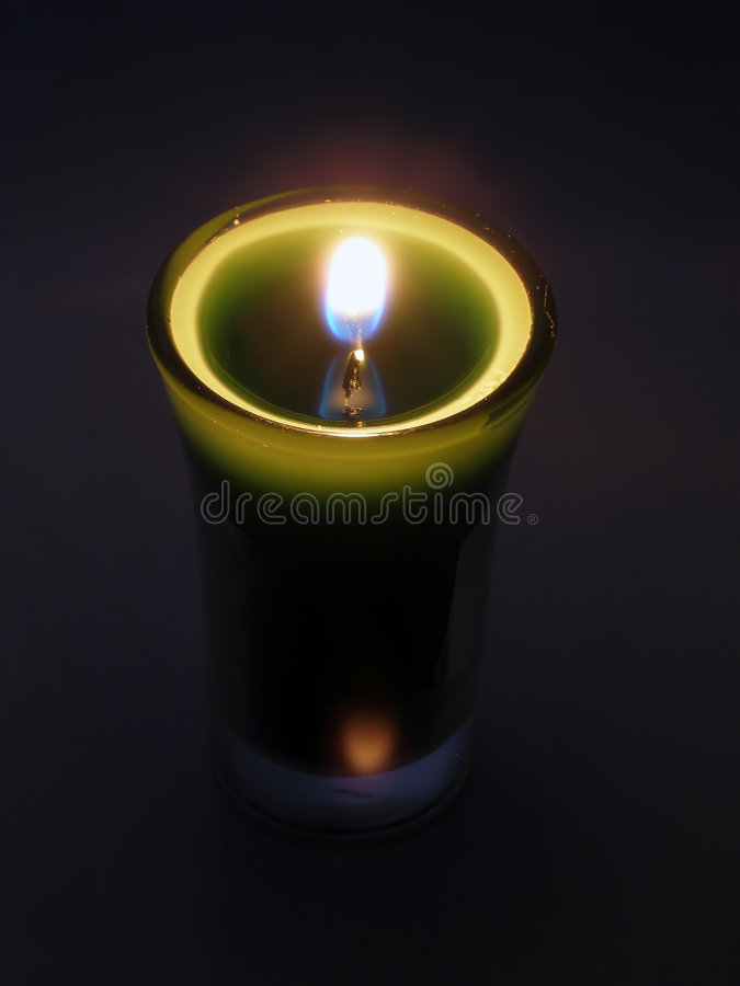 Download Luz de una vela imagen de archivo. Imagen de candlelight - 190033