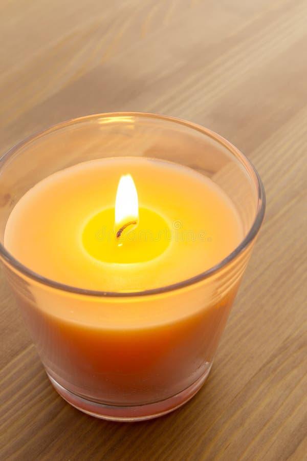 Luz de una vela foto de archivo