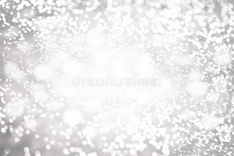 A luz Defocused de Bokeh, ponto cintilante do borrão ilumina-se na prata a fotografia de stock royalty free