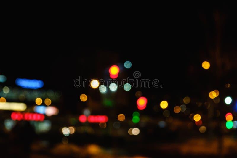 Luz del bokeh de la noche en la ciudad grande, fondo abstracto de la falta de definición foto de archivo