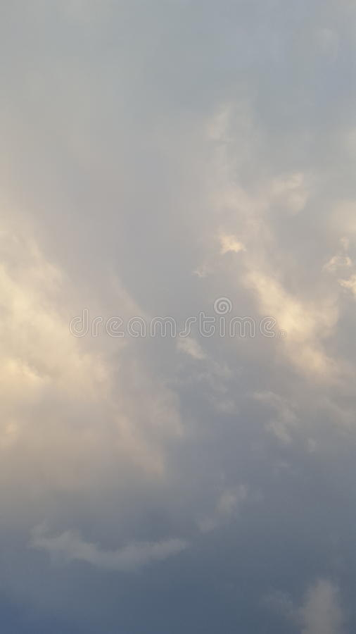 Luz del día de las fotos del cielo pocos wvening foto de archivo libre de regalías