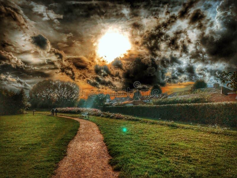 Luz del parque de la oscuridad imagen de archivo libre de regalías