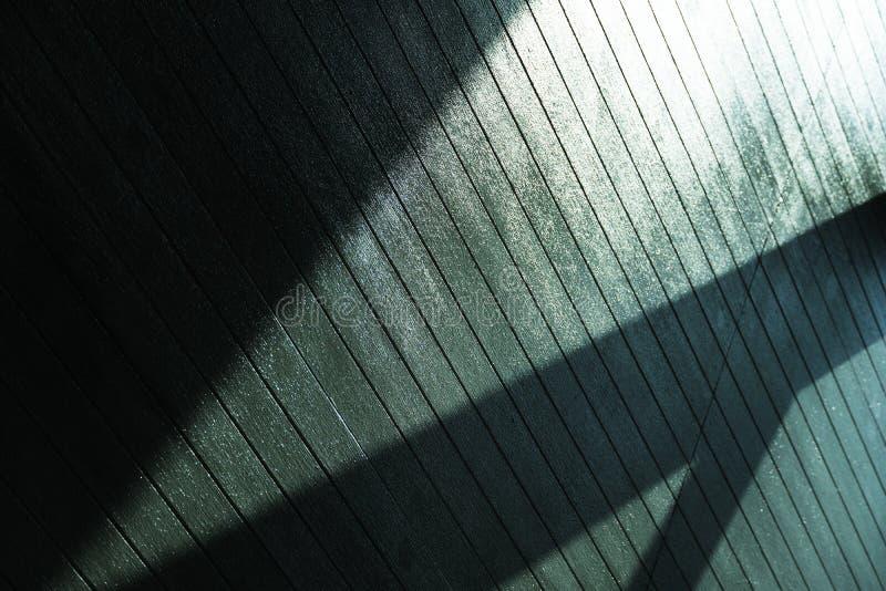 Luz del sol de la reflexión del techo y del fondo abstracto del detalle de la arquitectura de la sombra de la silueta imagen de archivo libre de regalías