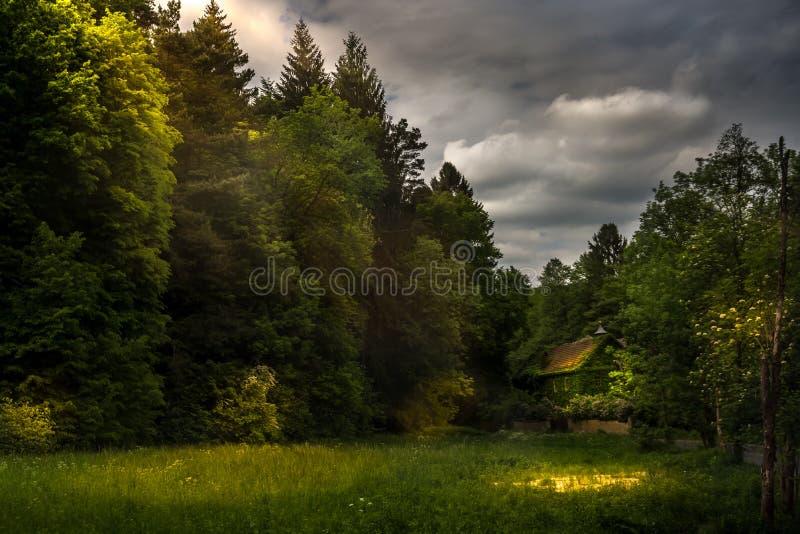 Luz después de la oscuridad fotografía de archivo libre de regalías