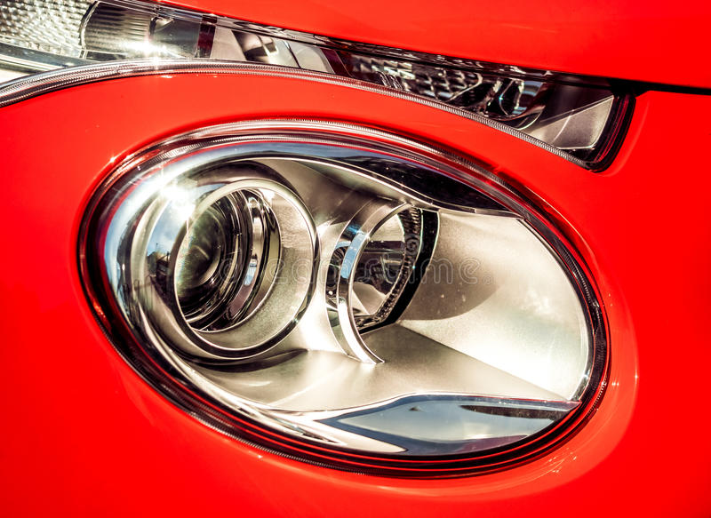 Luz dianteira do carro fotografia de stock