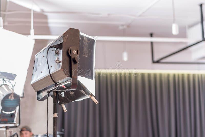 Luz do estúdio da produção video profissional na fase com nobo fotografia de stock royalty free