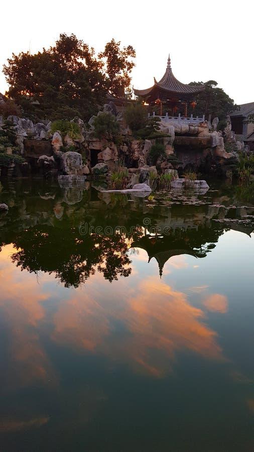Luz do por do sol no jardim da família de Zhu na residência nobre chinesa típica da família do Zhu, Jianshui, Yunnan, China fotos de stock royalty free