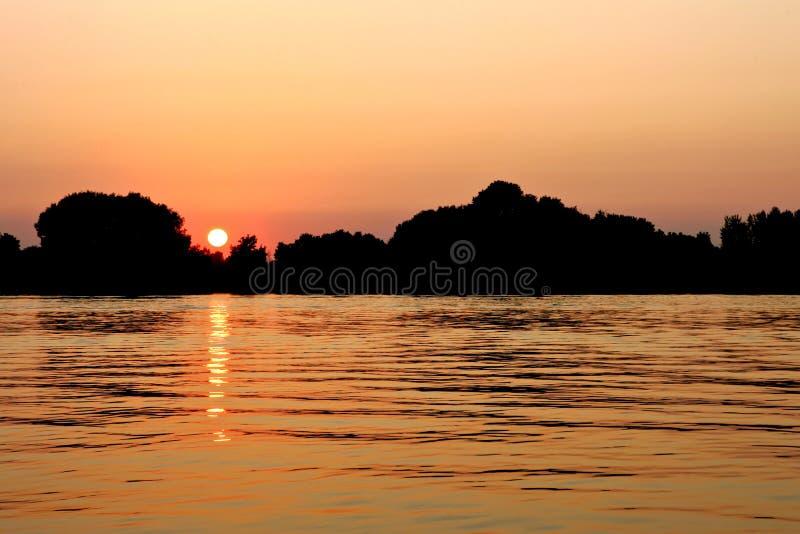 Download Luz do sol foto de stock. Imagem de dormir, céu, água - 12810962