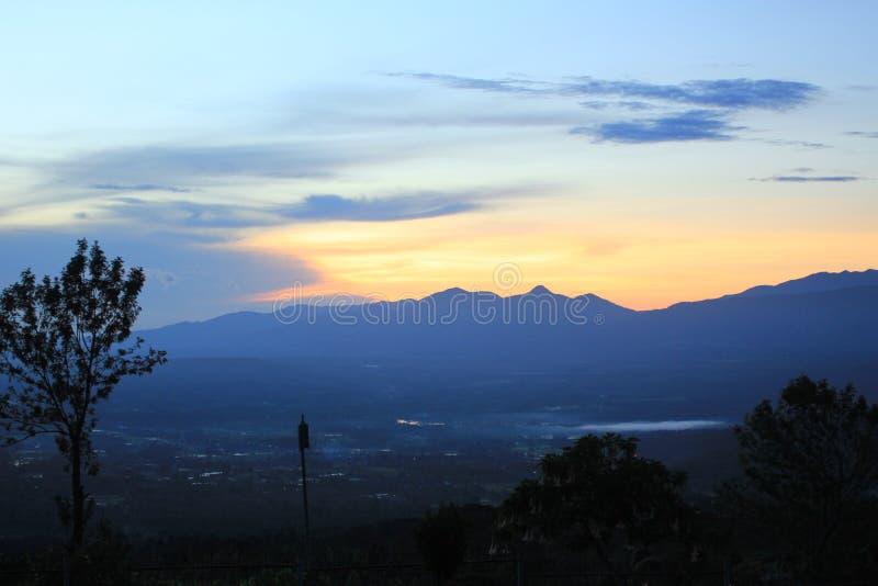 luz do sol do alam pagar de Indonésia foto de stock