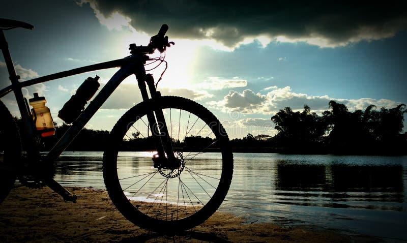 Luz do sol e bicicleta imagem de stock