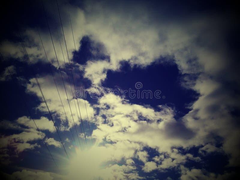 Luz do sol e nuvens fotos de stock royalty free
