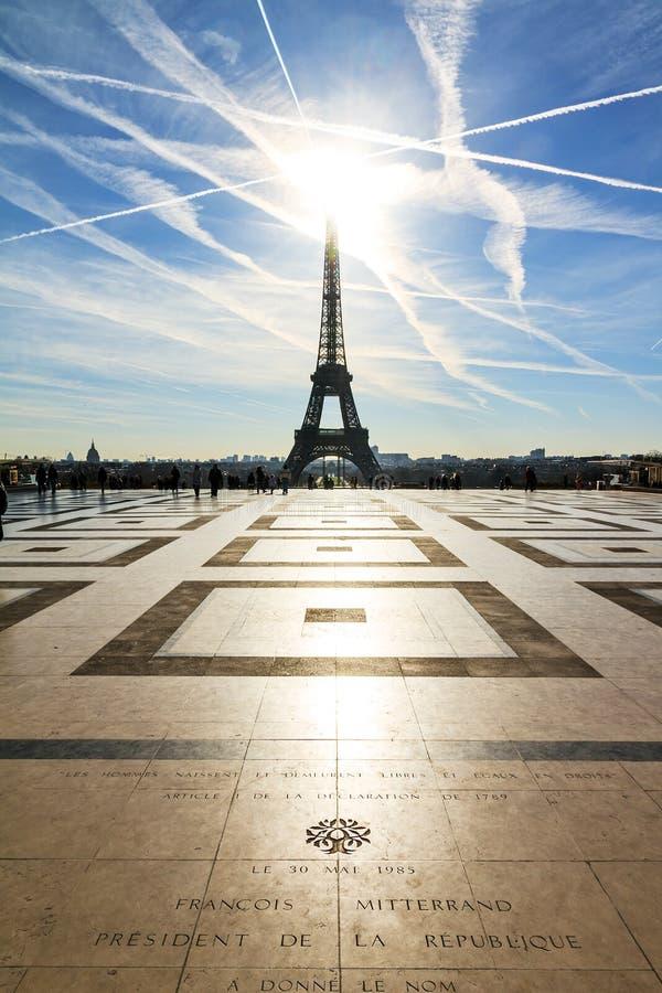 Luz do sol Eiffel de Trocadero foto de stock royalty free