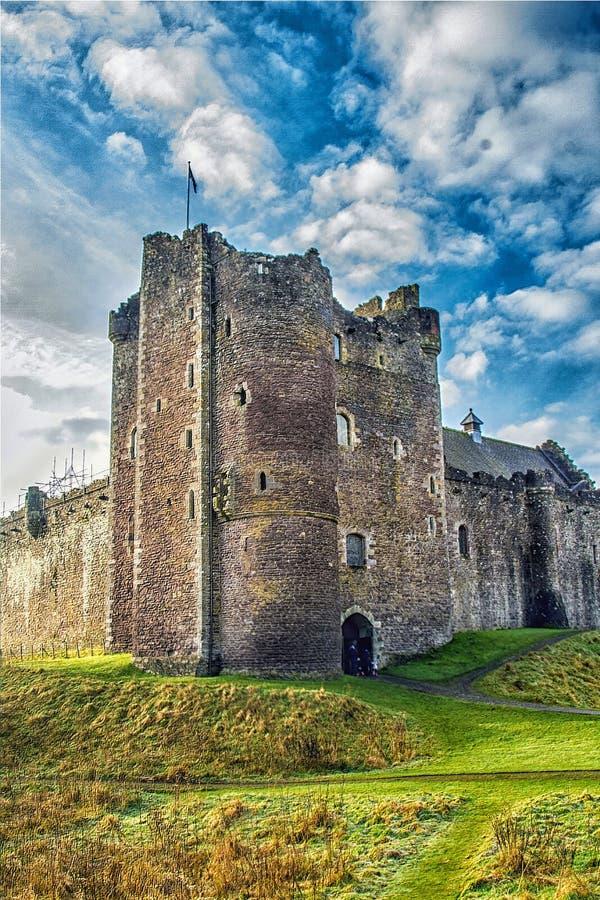 Luz do sol no castelo escocês foto de stock