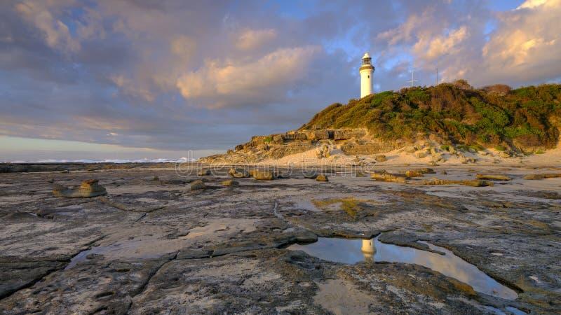 Luz dourada da manh? do ver?o em Norah Head Light House, costa central, NSW, Austr?lia foto de stock royalty free