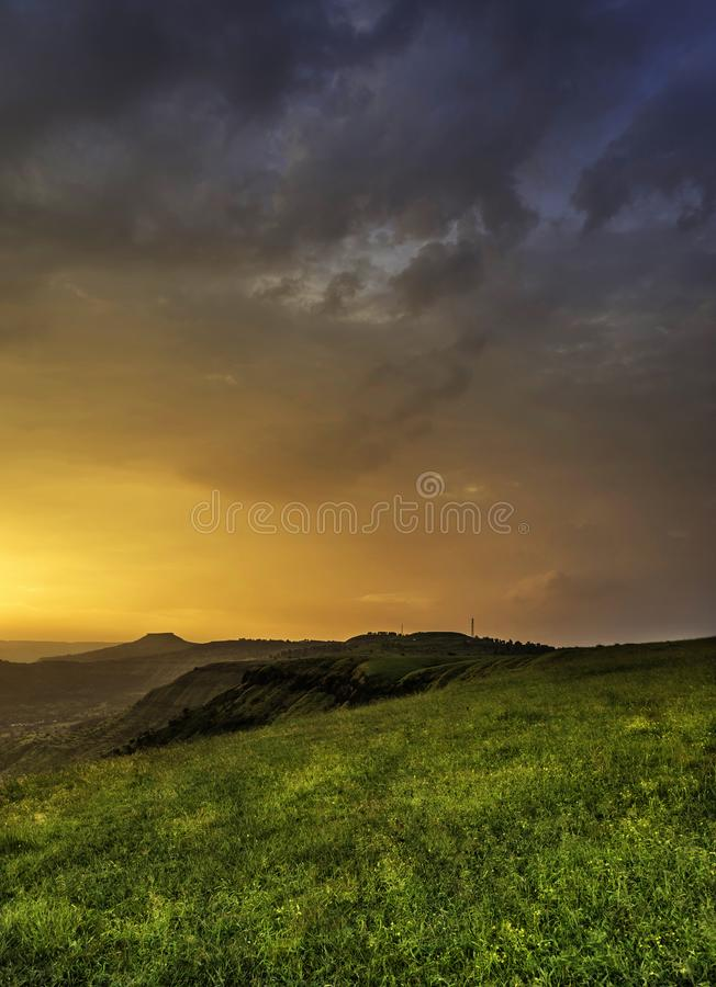 Luz dourada mágica, Kas Pathar, Satara, Maharashtra, Índia fotografia de stock