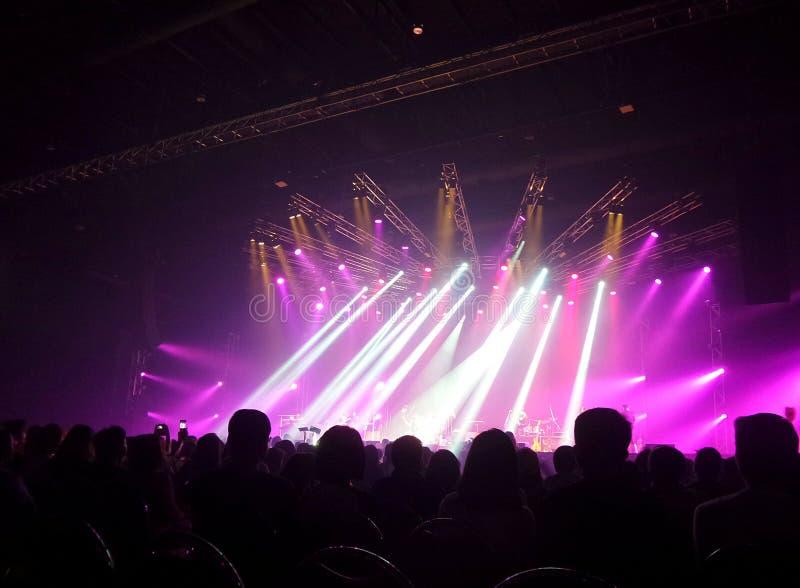 Luz electrónica en un concierto imágenes de archivo libres de regalías