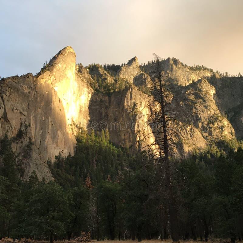 Luz en el top de la montaña fotos de archivo libres de regalías