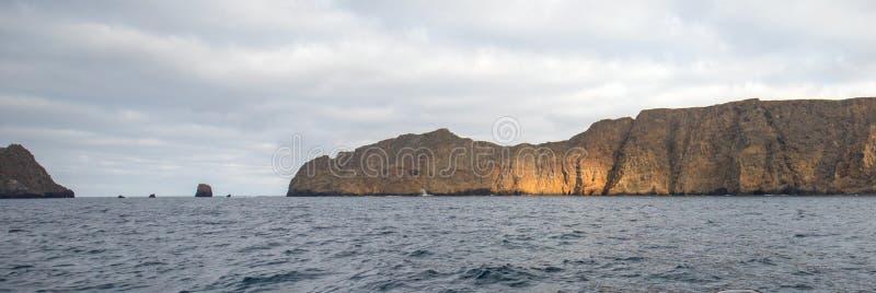 Luz en la isla de Anacapa de las Islas del Canal de la costa central de California - los E.E.U.U. fotografía de archivo libre de regalías