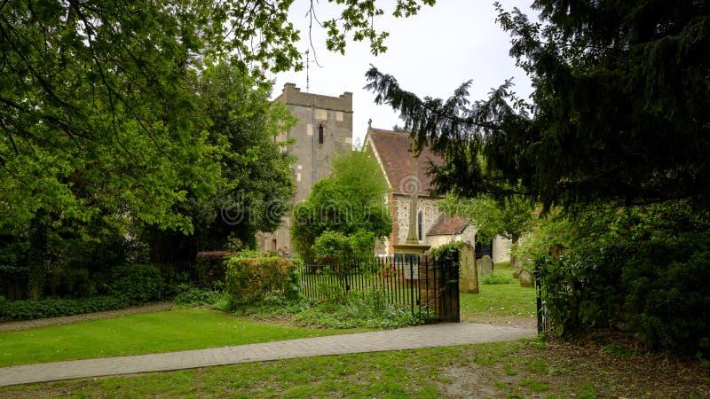 Luz en un d?a cubierto - vista de la tarde de la primavera de la iglesia de St Mary en Selborne, Hampshire, Reino Unido imagen de archivo libre de regalías