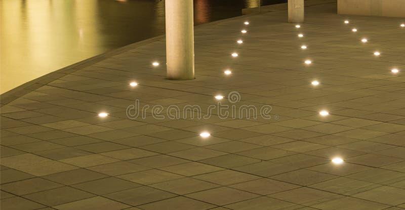 Luz en un piso concreto imagen de archivo libre de regalías