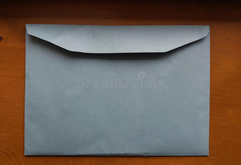 Luz - envelope azul fotografia de stock