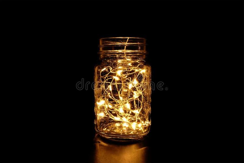 Luz feericamente amarela em Mason Jar fotografia de stock royalty free