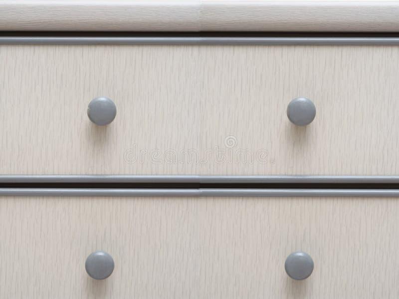 Luz - gavetas de madeira coloridas cinza do armário imagem de stock
