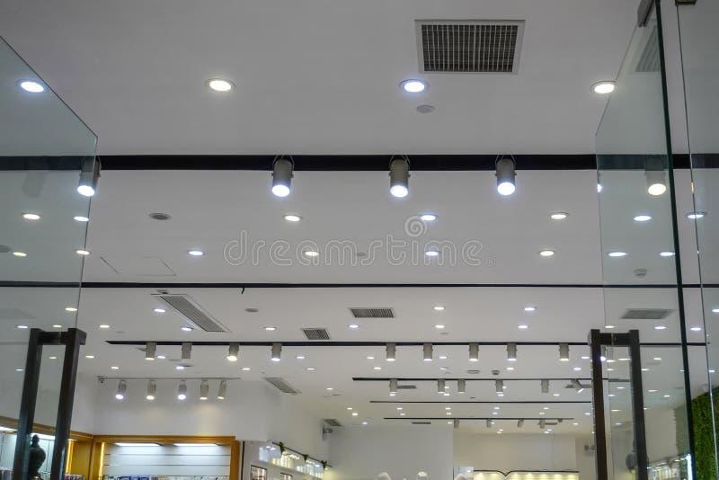 Luz llevada en techo del centro comercial fotos de archivo libres de regalías