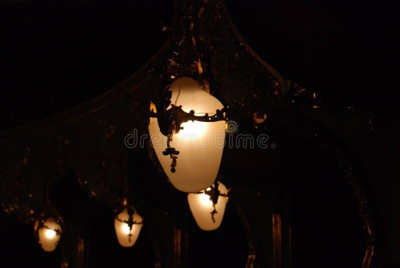 Luz mágica das lâmpadas de rua foto de stock