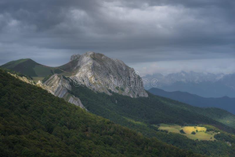Luz na montanha imagens de stock