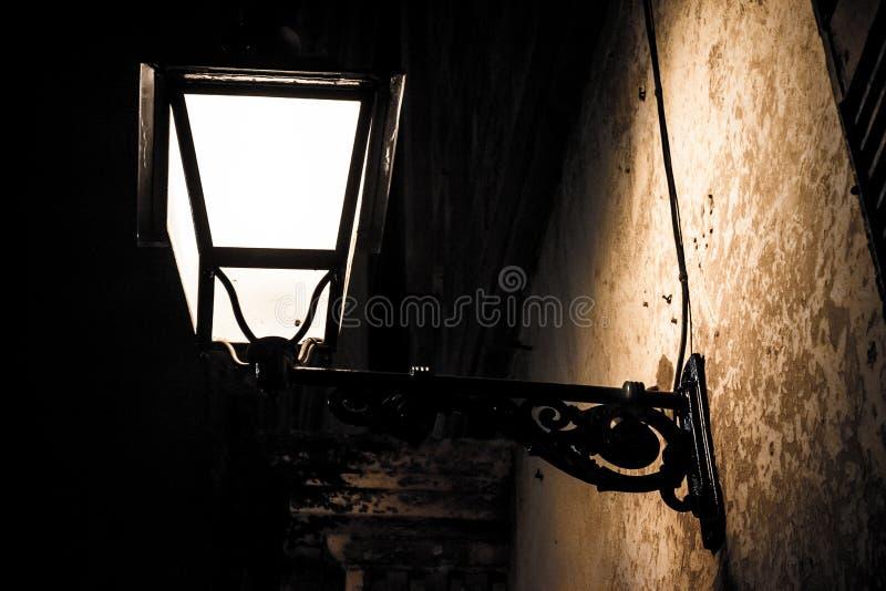 Luz na obscuridade foto de stock royalty free