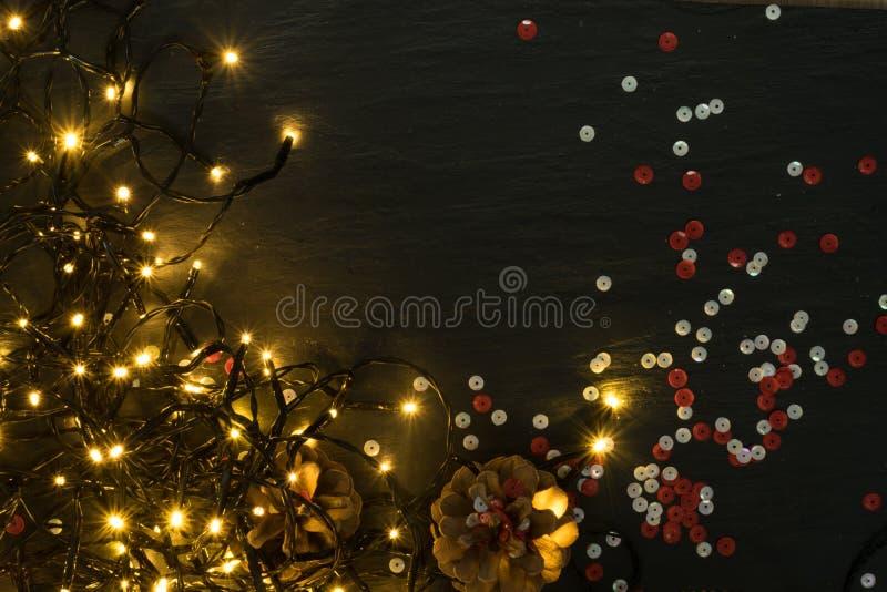 Luz o Garland Lights de la Navidad en fondo natural fotografía de archivo libre de regalías