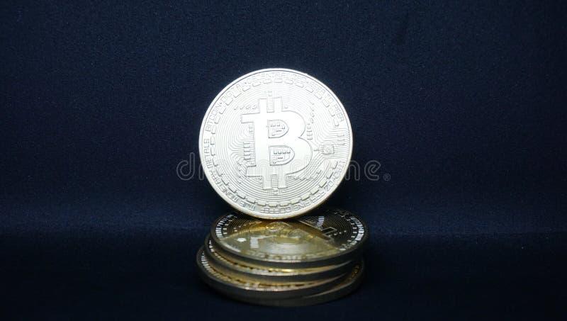 Luz oscura del bitcoin real foto de archivo