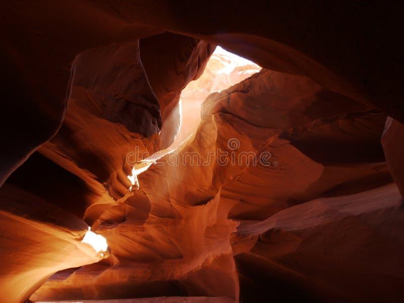 Luz solar da garganta que faz a poeira incandescer imagens de stock