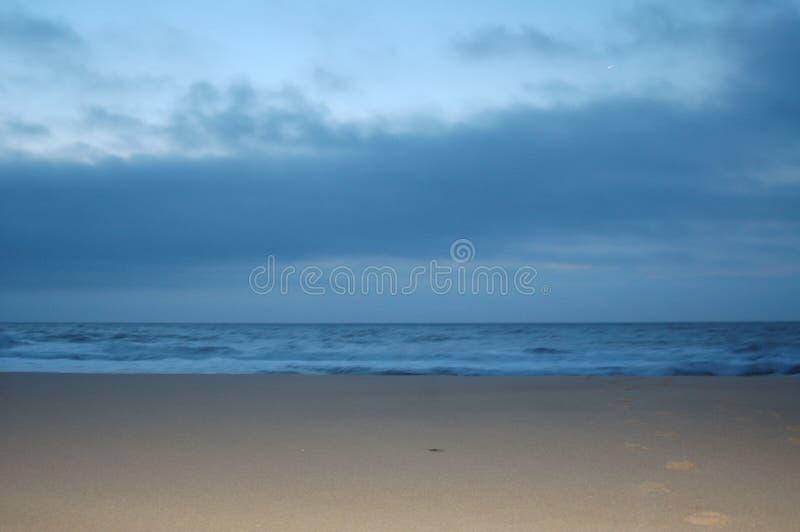 Luz solar do amanhecer na praia fotografia de stock