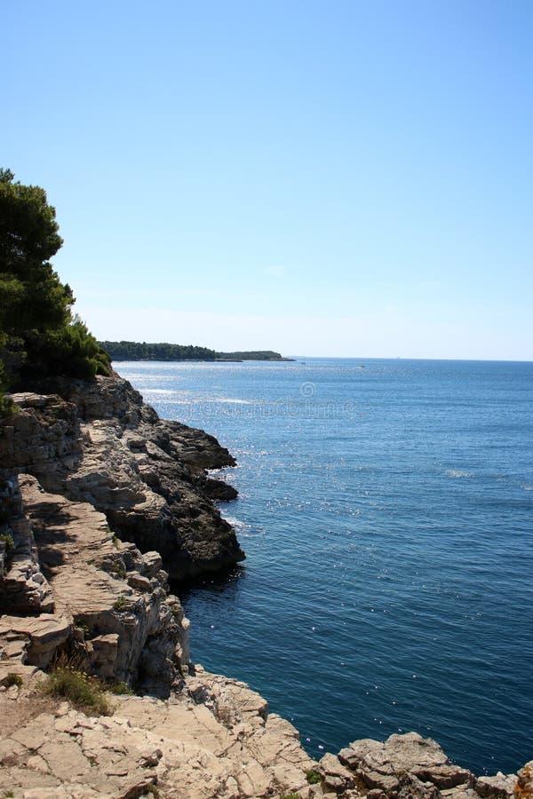 Luz solar no mar de adriático perto dos Pula, Croácia imagem de stock royalty free