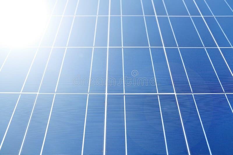 Luz solar nos painéis solares imagem de stock royalty free