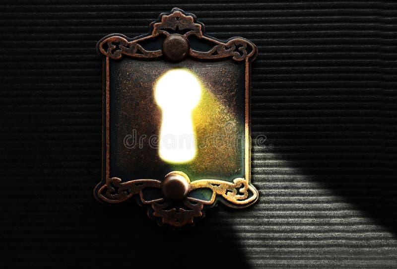 Luz a través de un ojo de la cerradura fotografía de archivo libre de regalías