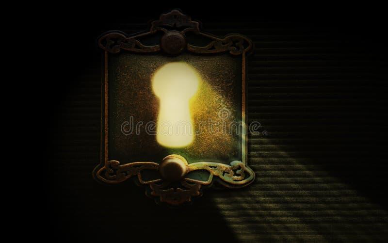 Luz a través de un ojo de la cerradura de la cerradura foto de archivo