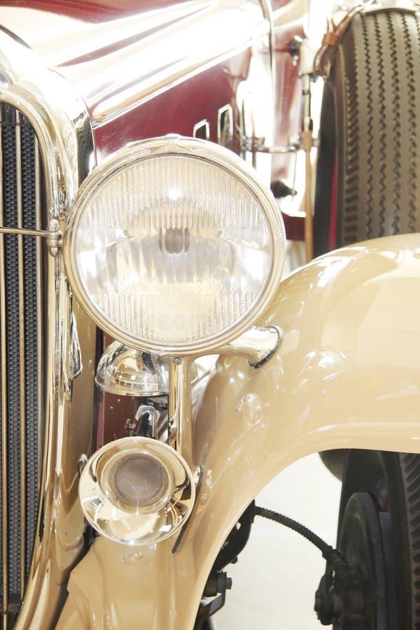 Luz y claxon principales de un coche antiguo 1932 fotos de archivo libres de regalías