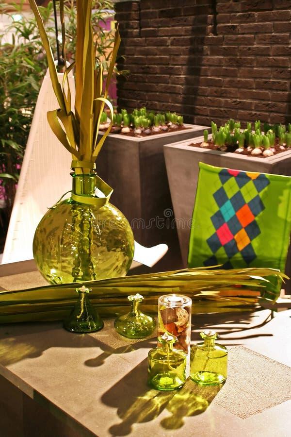 Luz y florero del jardín foto de archivo