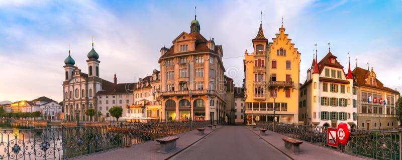 Luzerne au lever de soleil en Suisse image libre de droits