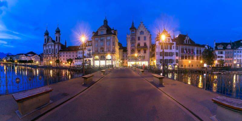 Luzerne au lever de soleil en Suisse photographie stock libre de droits