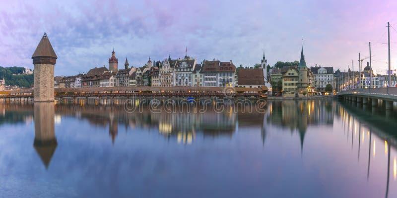 Luzerne au lever de soleil, Suisse images stock