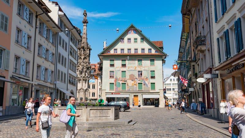 LUZERNE, ZWITSERLAND - JULI 04, 2017: Mening van historisch Luzerne-stadscentrum, Zwitserland Luzerne is het kapitaal van royalty-vrije stock foto's