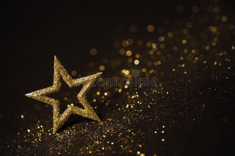 Luzes abstratas da decoração da estrela, Sparkles do ouro, brilho borrado imagens de stock