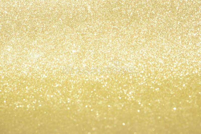 Luzes abstratas do bokeh do brilho do ouro com fundo da luz suave foto de stock royalty free